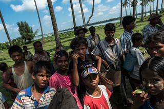 Rohingya children on the Beydar beach at the edge of the Dar Paing refugee camp. Photo by Andreas Staahl