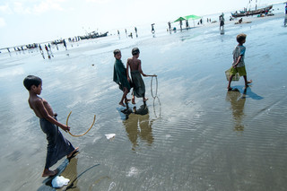Beydar beach, adjacent to the Dar Paing refugee camp. Photo by Andreas Staahl